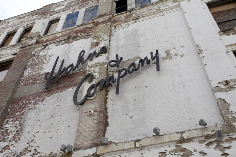Molly Woodward Vernacular Typography Newark New Jersey Hahne & Company Building Signage