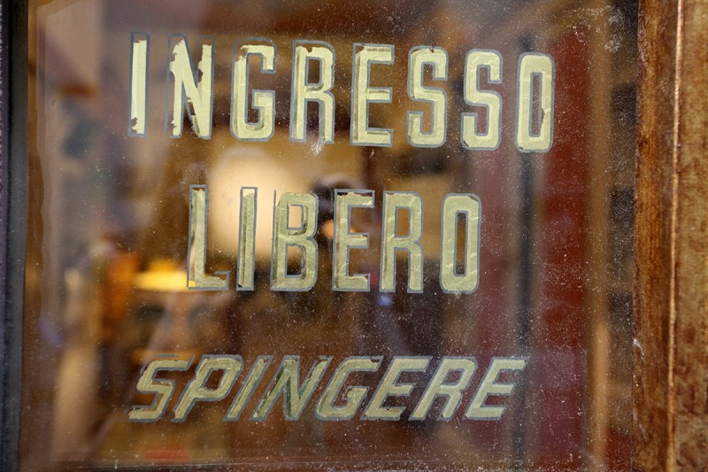 Molly Woodward Vernacular Typography Florence Italy Ingresso Libero Spingere Gold Lettering